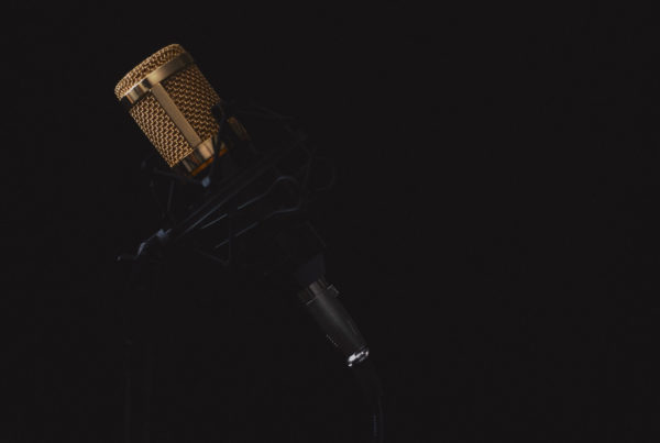 microphone-2130806_1920(1)